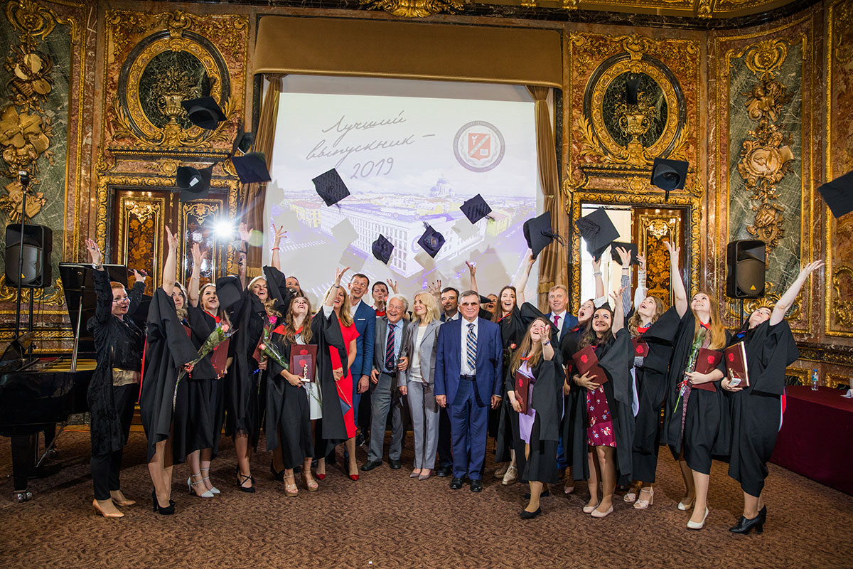 Manage you future now! The best UMTE graduates received diplomas with honors